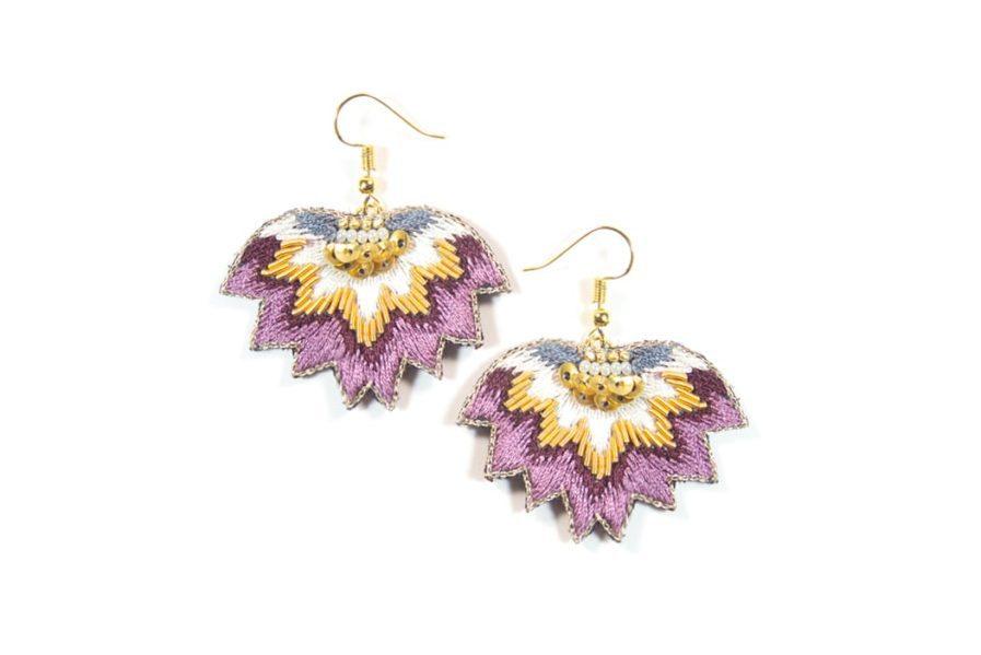 Boucles d'oreilles brodées Madi | Purple | Photo 2