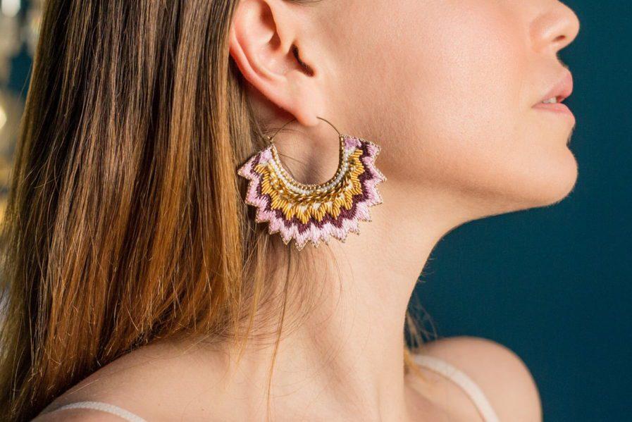 Boucles d'oreilles brodées Maria | Purple | Photo 1