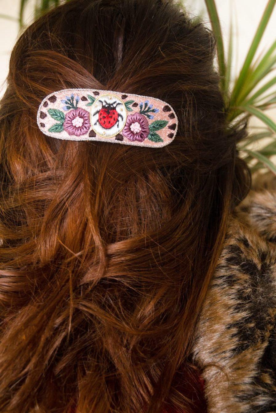 Barrette brodée à la main - ladybird | Photo 1